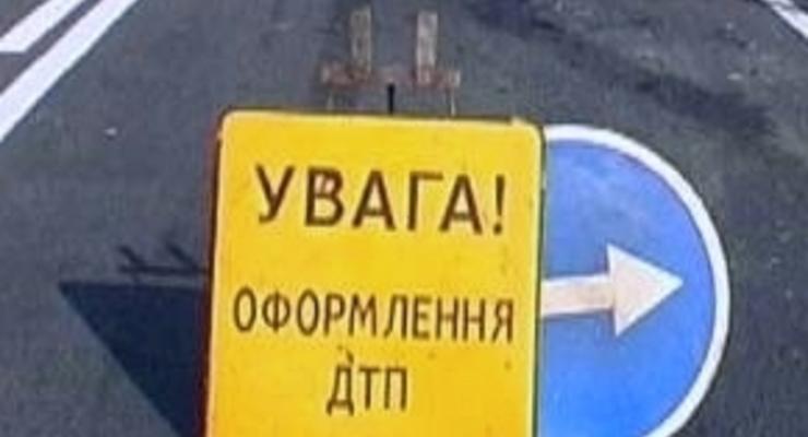 В центре Киева повозка с Дедом Морозом врезалась в джип