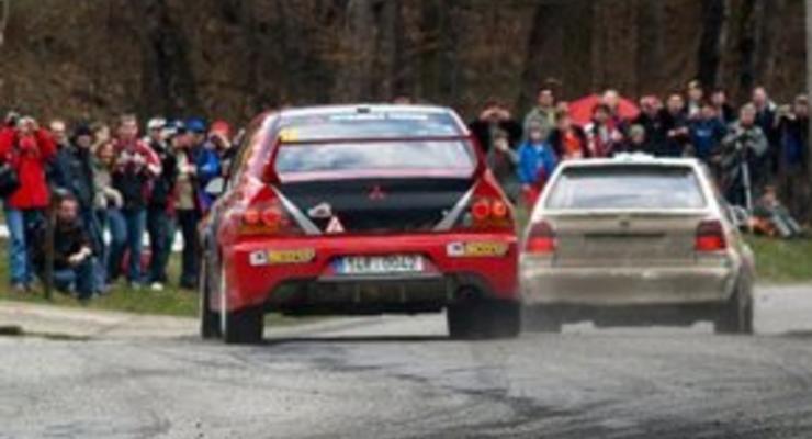 На ралли в Чехии гоночный автомобиль врезался в зрителей: трое погибли