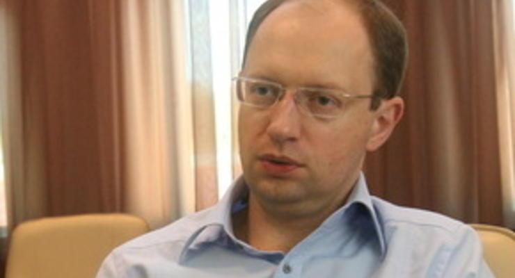 Яценюк: Новый президент должен исполнить решения референдума 2000 года
