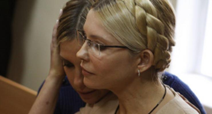 Дочь Тимошенко сообщила, что экс-премьер не в состоянии ходить и вставать