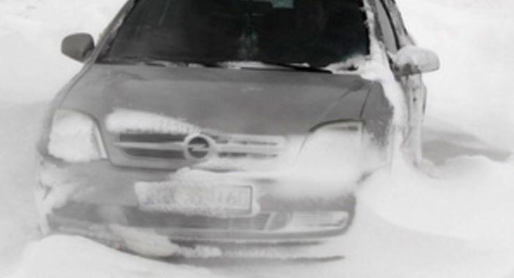 Американец, которого завалило снегом в машине, выжил благодаря замерзшему пиву