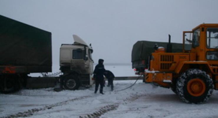Движение на трассе Киев-Чоп ограничено из-за слоя льда