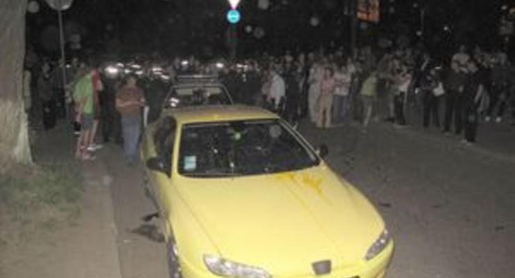 В Киеве водитель спорткара выехал с дороги на тротуар и начал давить пешеходов - СМИ
