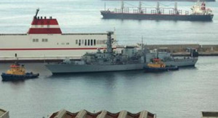 К берегам Гибралтара прибыли три британских военных корабля