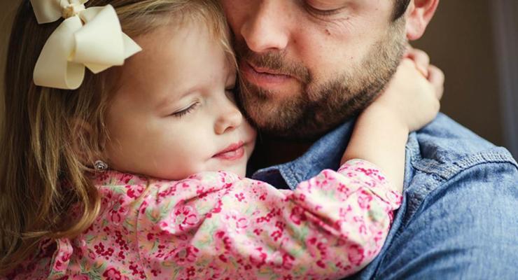 Вдовец повторил свои свадебные ФОТО вместе с маленькой дочкой