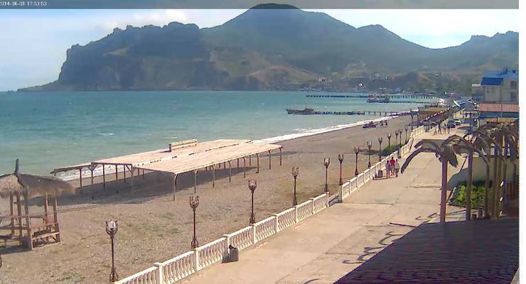 В Крыму новый сезон начался с пустых пляжей (фото, видео)