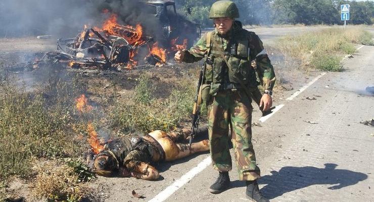 Боевик-неонацист из России поглумился над убитыми украинцами (фото)