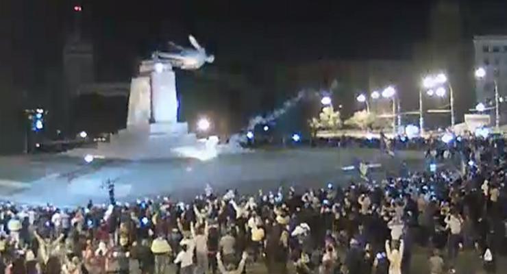 В Харькове снесли памятник Ленину (видео)