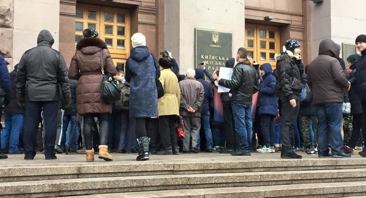 Киевляне пытались штурмовать мэрию из-за маршруток по 5 гривен