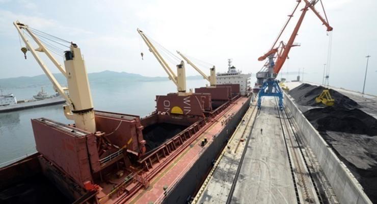 В Украину прибыло третье судно с углем из ЮАР