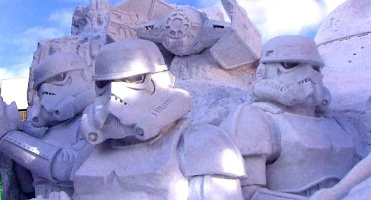 В Японии из снега создали героев саги Звездные войны