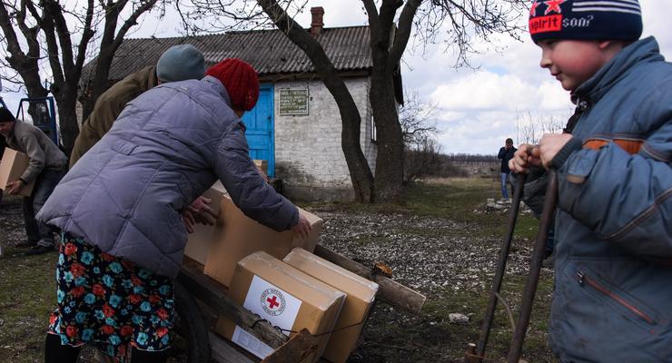 Порошенко: Боевики блокируют движение гумконвоев на Донбасс