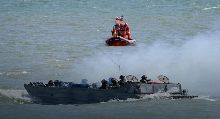 На учениях НАТО затонул польский транспортер-амфибия
