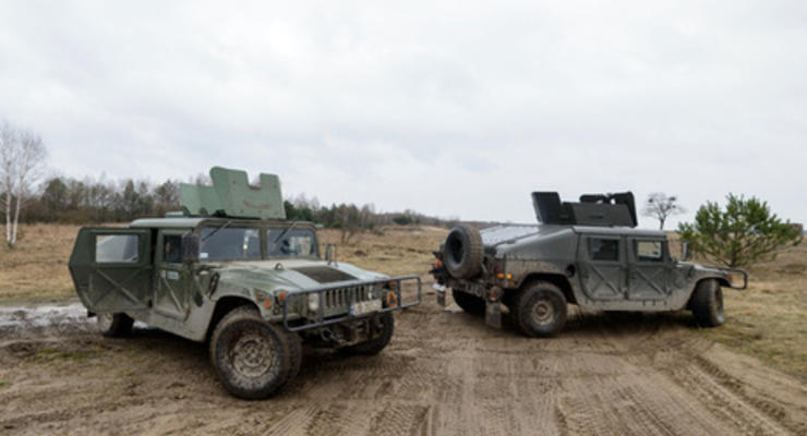 Пайетт: США продолжат поставлять Украине джипы и беспилотники
