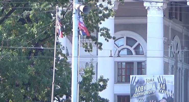 Жизнь в Донецке: Элитные магазины, российские волонтеры и флаги ДНР