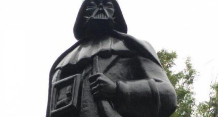 Вместо Ленина: в Одессе появился первый в мире памятник Дарту Вейдеру