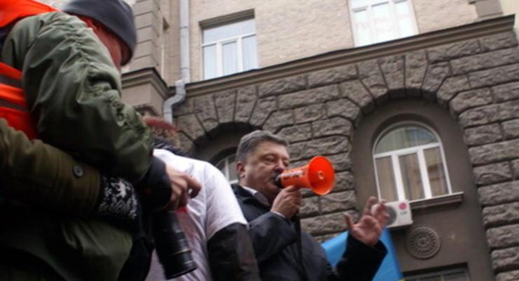 Порошенко требует передачи в суды дел о преступлениях на Майдане