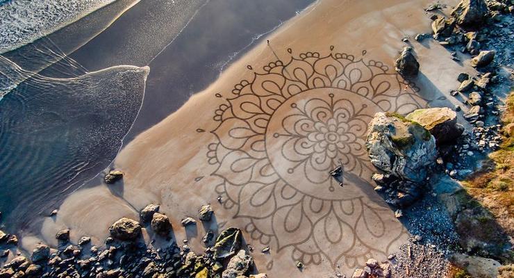 Занятие для души: эколог бросил карьеру, чтобы рисовать на песке картины
