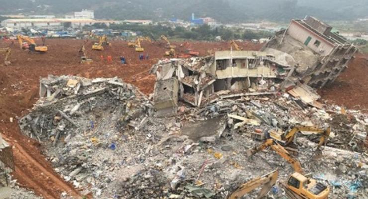 Очевидцы опубликовали кадры схода масштабного оползня в Китае