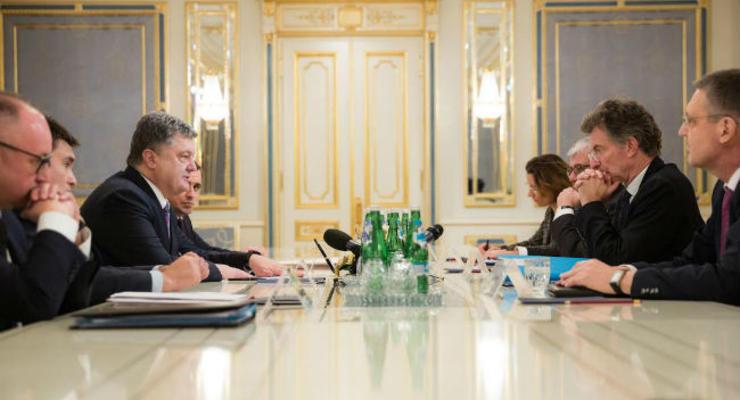У Меркель и Олланда недовольны новым обострением в Донбассе