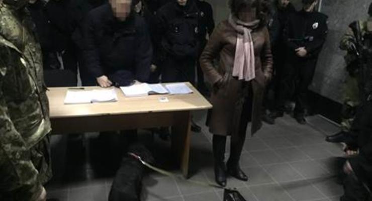 В Одессе сотрудница полиции продавала амфетамин