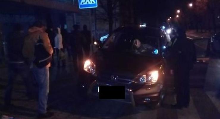 Во Львове пьяный водитель въехал в остановку общественного транспорта