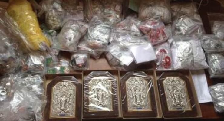 Через Марьинку перевозили в Донецк золото и иконы на 800 тыс грн