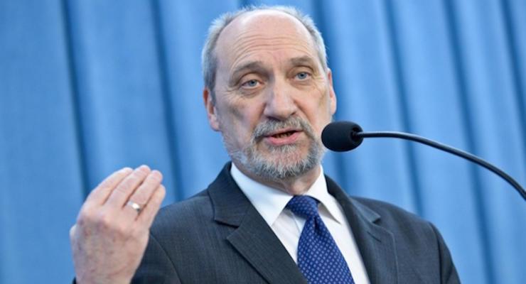 Министр обороны Польши назвал смоленскую авиакатастрофу терактом