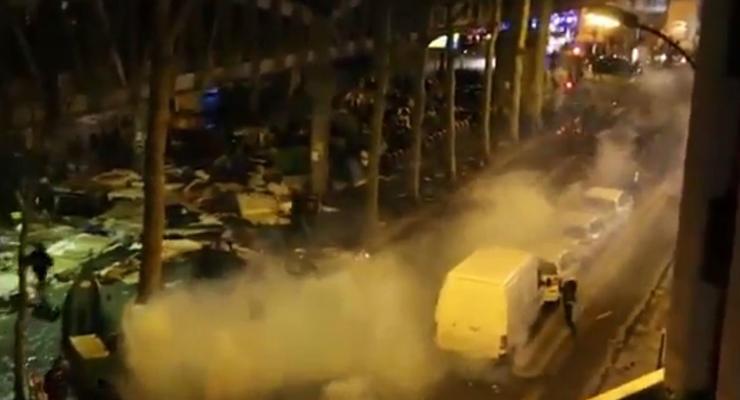 Cотни мигрантов устроили беспорядки в центре Парижа