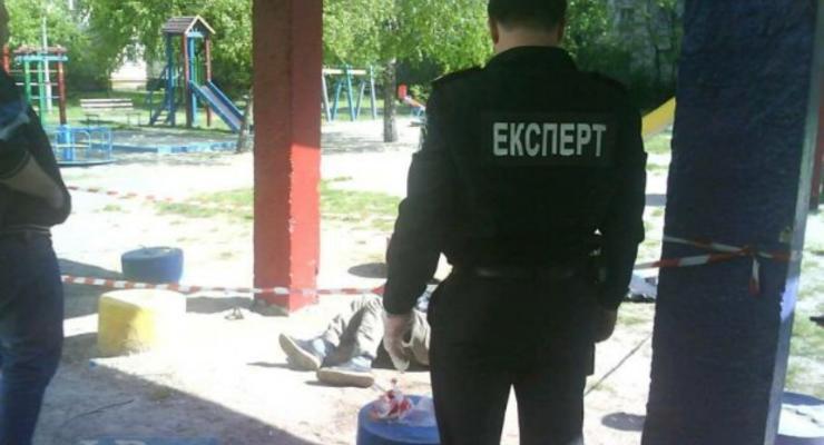 В Киеве на детской площадке нашли труп