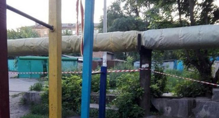 В Житомире на детской площадке повесился мужчина