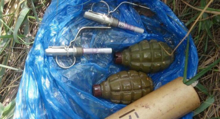 В полиции показали найденные на пути крестного хода гранаты