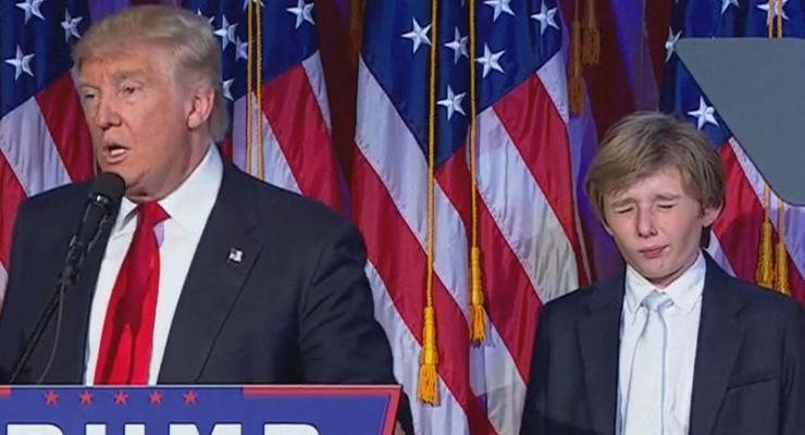 Сын Трампа чуть не уснул во время победной речи отца