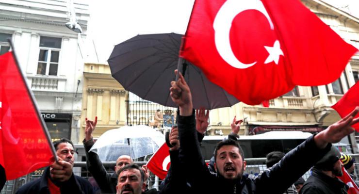 Турция прекращает все политические контакты с Нидерландами