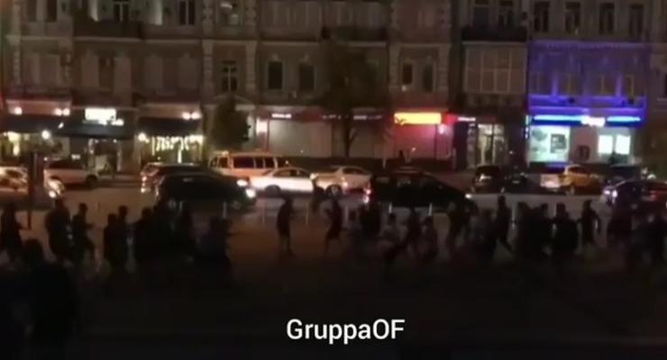 В центре Киева футбольные фанаты устроили массовую драку