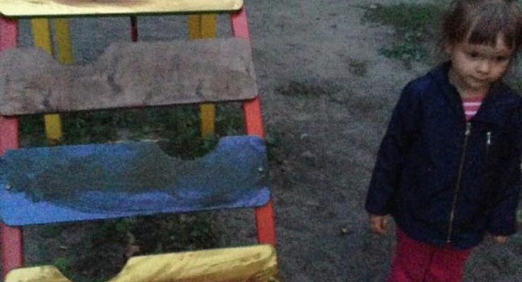 В Киеве пенсионеры обмазали солидолом детскую площадку