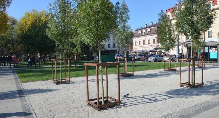 В Киеве на Подоле открыли сквер на месте МАФов