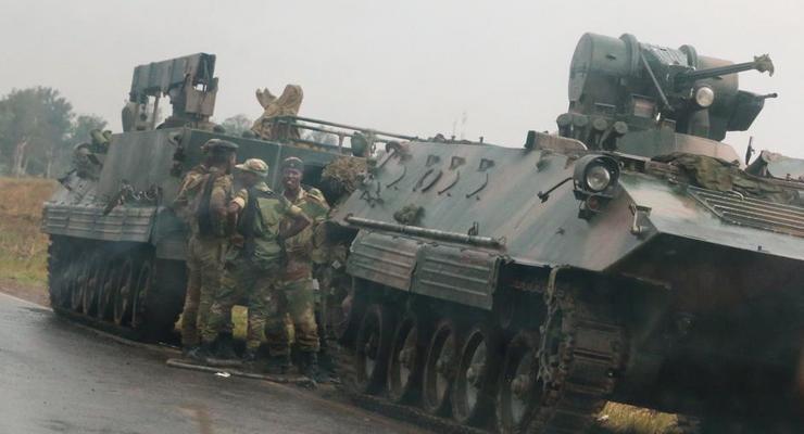 В Зимбабве главнокомандующего войсками обвинили в предательстве