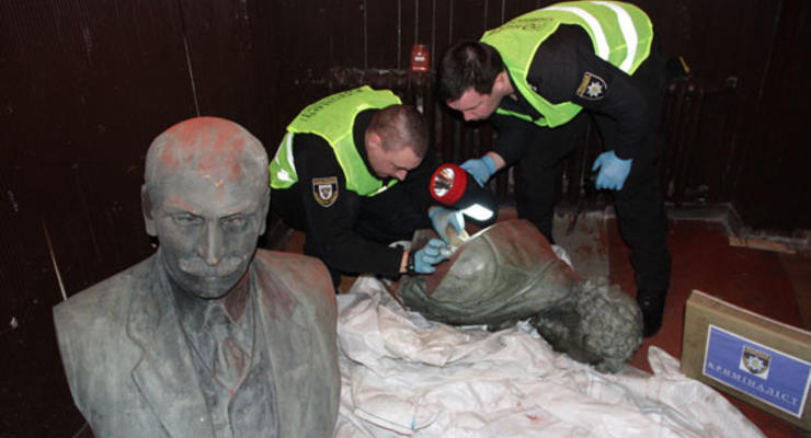 В Чернигове нашли похищенные бюсты Коцюбинскому и Пушкину