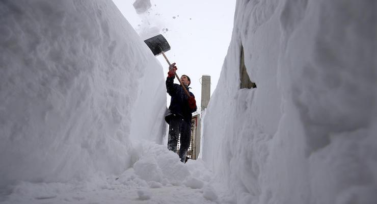 Из-за сильных снегопадов в Румынии заблокированы дороги