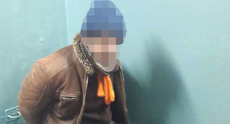 В Киеве в метро бездомный избил полицейского