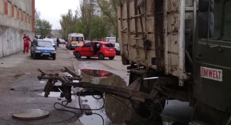 В Запорожье мусоровоз убил пешехода и разбил три авто