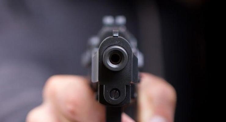 В Мариуполе пьяный устроил стрельбу на детской площадке