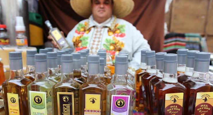 Кабмин поднял цены на водку, коньяк и вино