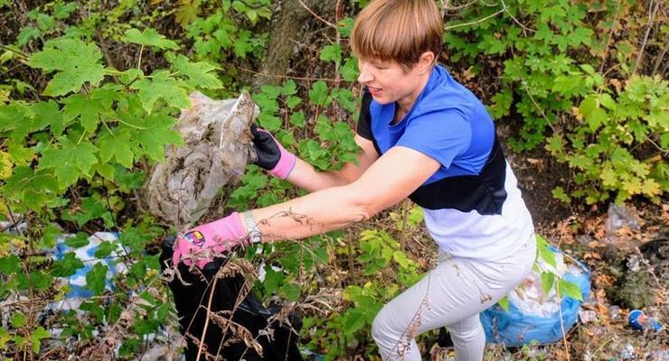 Президент Эстонии убрала мусор в парке Днепра