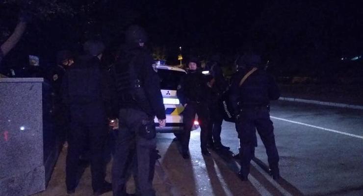 В центре Киева неизвестный ранил полицейского