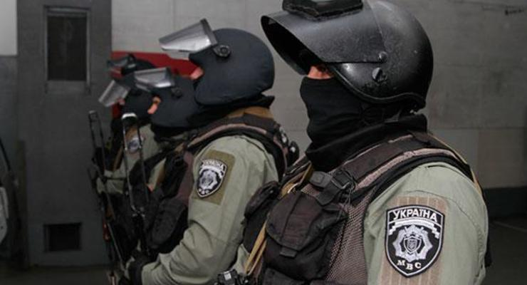 В Днепропетровской области КОРД штурмовал многоэтажку из-за пьяницы