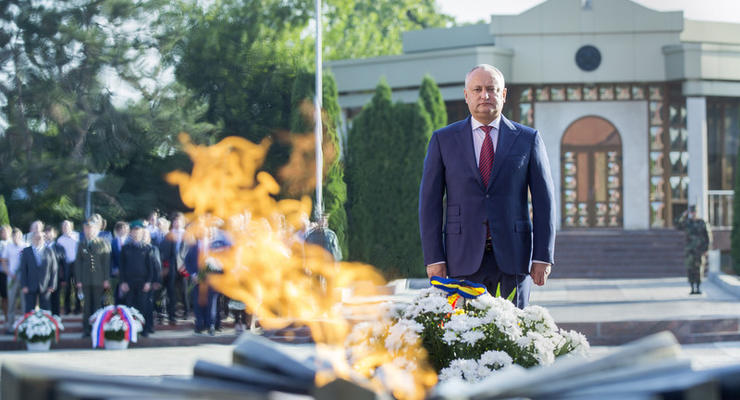 Парламент Молдовы заменил 9 мая на День Европы, Додон негодует