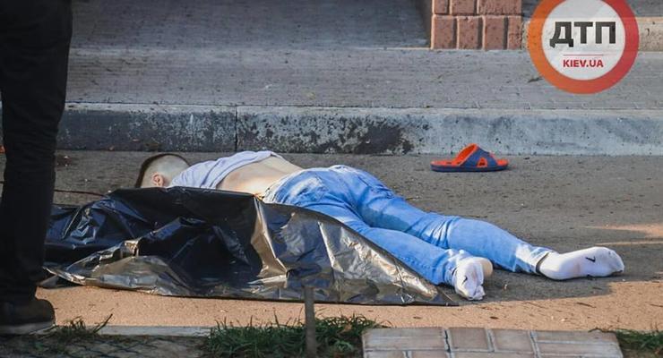 В Киеве пьяный в тапочках выпрыгнул с 24 этажа