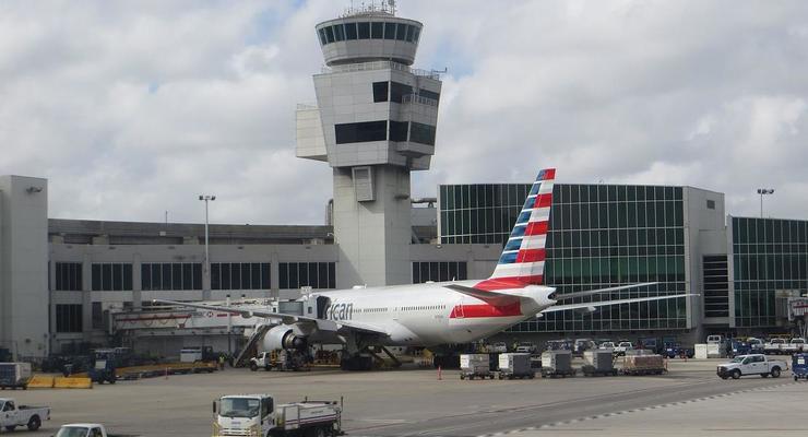 В аэропорту Майами из лайнера эвакуировали всех пассажиров